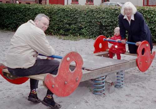 Far Frederikke Farmor gynger