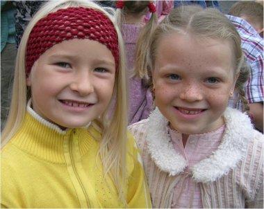 Frederikke og Camilla på første skoledag