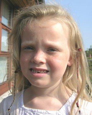 Frederikke har tabt første tand