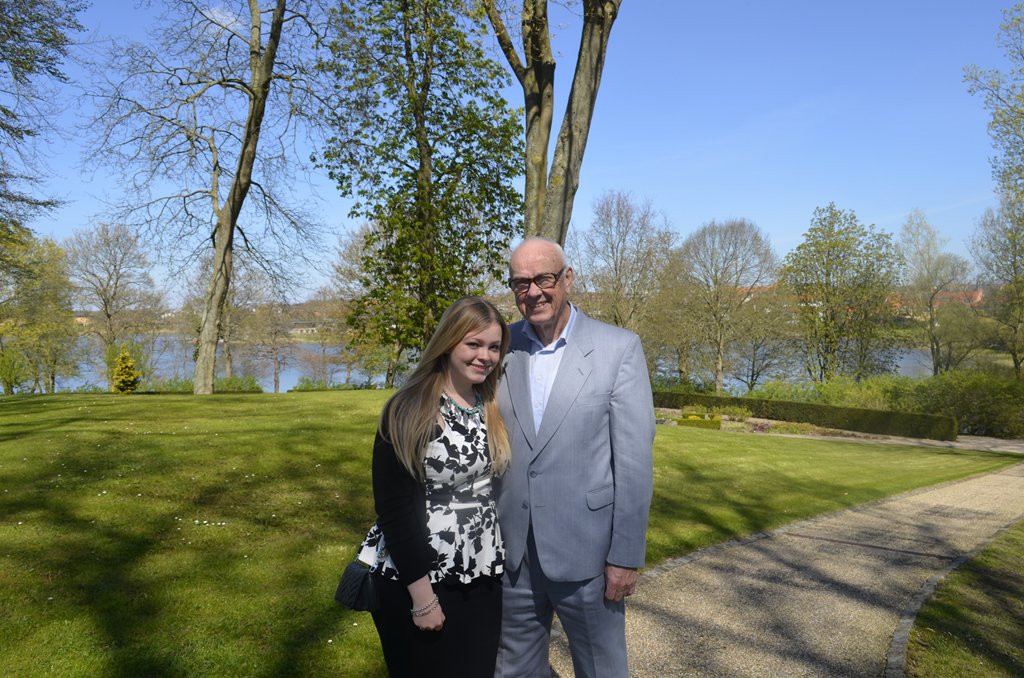 Frederikke og farfar