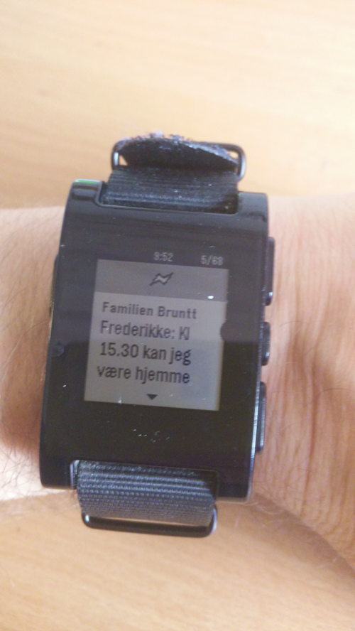 Pebble på Jens arm